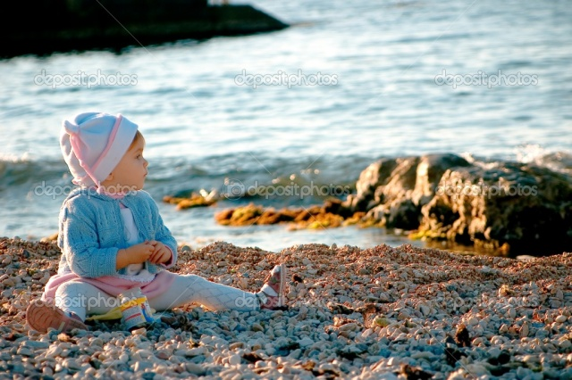 depositphotos_1219661-A-baby-sitting-near-the-sea