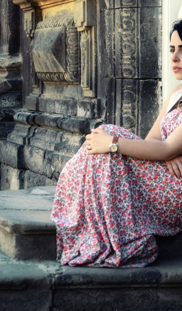 girl-standing-on-the-stairs-wallpapers_37673_600x1024